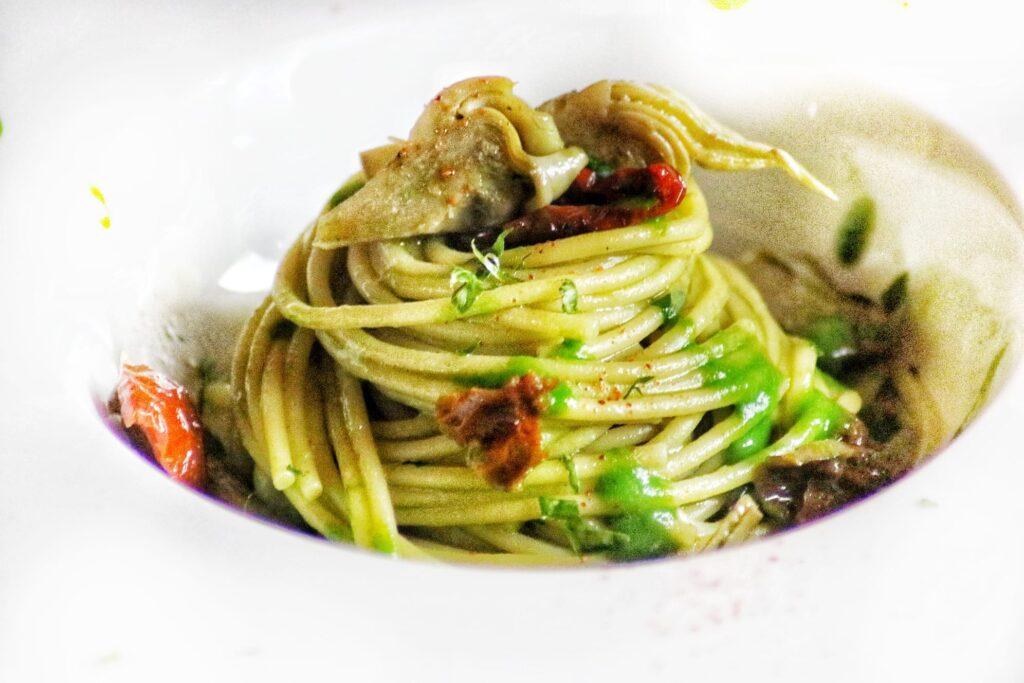 Pasta con carciofi e aglio di Nubia